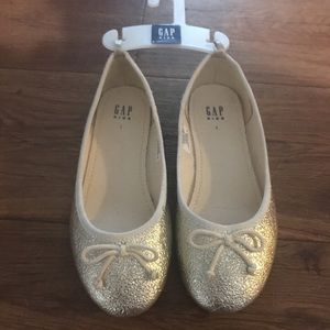 Kids GAP gold ballet flats NWT ✨